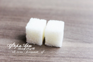 На форме 2 шт Вес готового изделия (мыла, свечи) ~15 грамм.  Материал: мягкий, эластичный силикон