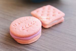 На форме 2 шт (квадратное и круглое). Вес готового изделия (мыла, свечи) ~25 грамм.  Материал: мягкий, эластичный силикон