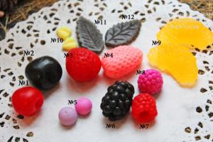 Средняя цена на 10-12 ягод -450 руб. Составить набор из любых ягод. В наличии также есть: орехи половинка грецкого ореха, фундук, миндаль, орахис , цукаты, палочка корицы, чернослив, курага. ФормАрт♥Силиконовые формы для мыла-свечей♥ Ягодное ассорти. Вы сами выбираете какое количество ягод и какие именно добавить в форму. Цена формы зависит от кол-ва ягод. №1-вишня №2-черешня №3-клубника круглая №4-клубника более плоская, но тоже 3D №5-черника №6-ежевика с дырочкой №7-малина с дырочкой №8-малина без дырочки №9-долька мандарина №10, №11, №12- листочки