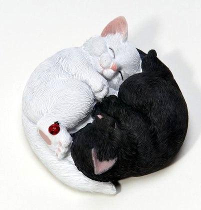 """Силиконовая форма """"Котята Инь-янь"""" Вес мыла ~100 грамм, диаметр 7,5 см (силикон Китай)"""
