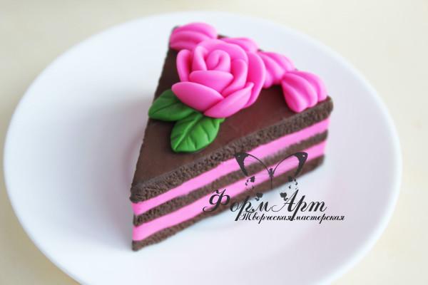 """Силиконовая форма """"Кусочек торта с розой"""" Вес примерно 50 грамм. Размеры 6*4*5 см"""