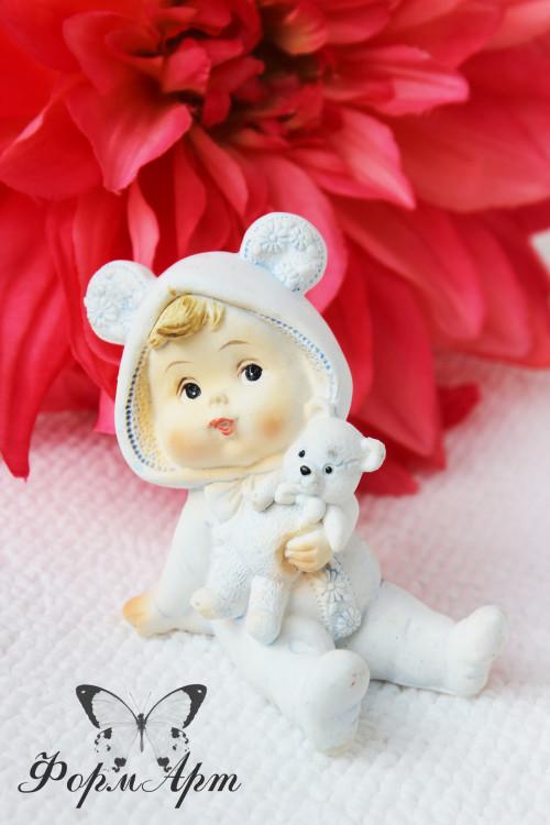 """Силиконовая форма """"Мальчик в костюме мишки с игрушкой""""  Размеры : длина 8 см, высота с ушками 7,5 см. Вес мыла примерно 70 грамм В комплекте цена за пару с формой """"Девочка в костюме зайки с игрушкой"""" - 1100 руб (скидки суммируются)"""