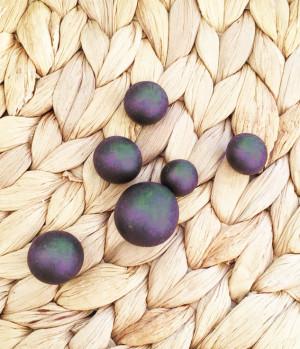 Шарики для вплавления в мыло разных диаметров .В наборе 6 шт. Размеры от 1 до 2 см в диаметре.