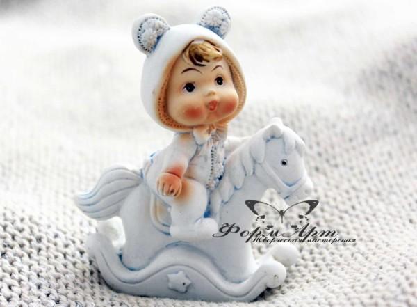 """Силиконовая форма """"Малыш в костюме мишки на лошадке"""" Размеры 8 х 6 х 3 см Вес мыла примерно 50 грамм"""